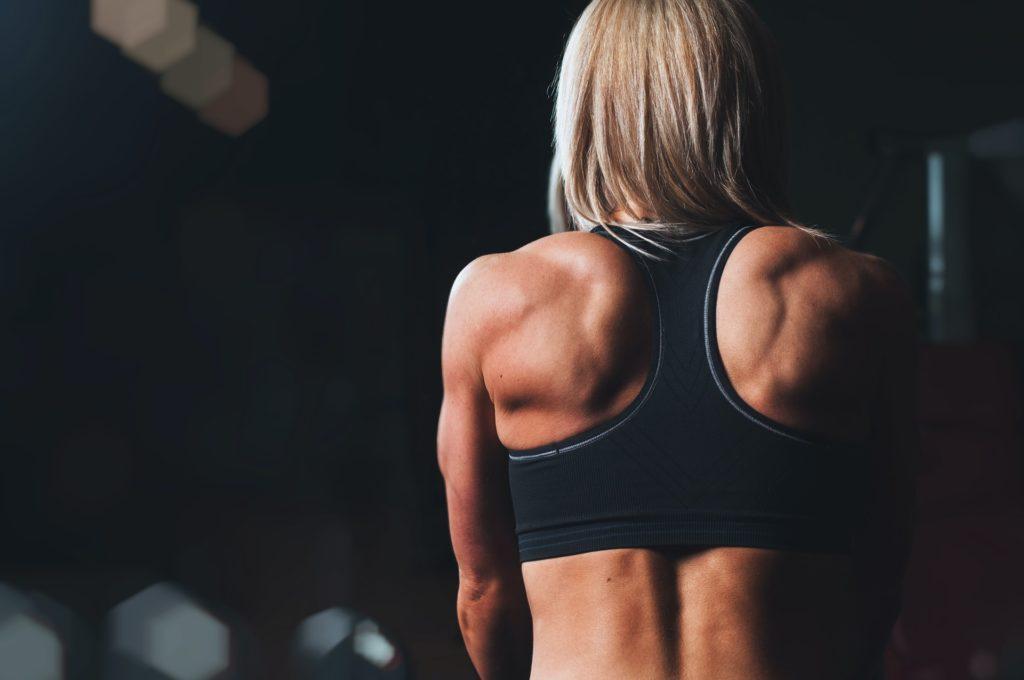 筋肉質な女性